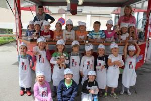 Kindergartenkinder bei der Rollenden Küche